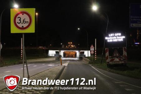 Groot led bord moet vrachtwagenchauffeurs extra waarschuwen voor viaduct aan de Hertog Janstraat Waalwijk