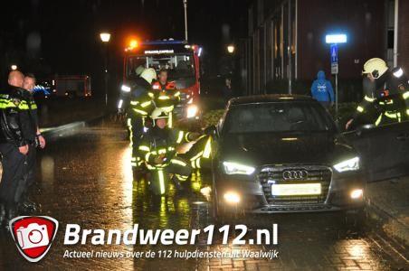 Politie blust autobrand in Waalwijk