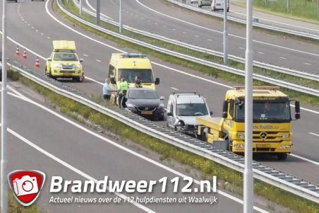 Auto beschadigd na ongeval op A59 bij Waalwijk richting Den Bosch