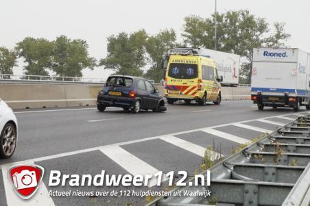 Wiel van auto breekt plotseling af op A59 bij Waalwijk, bestuurder gewond