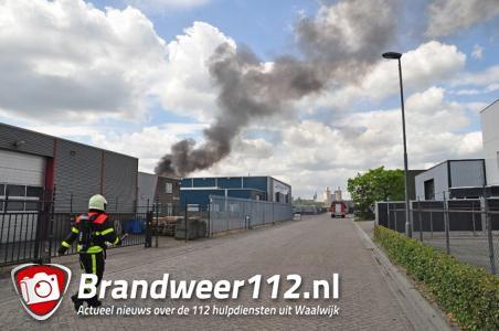 Uitslaande brand bij sloopbedrijf Waalwijk