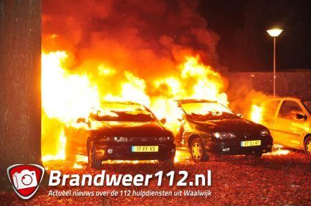 Twee auto's gaan in vlammen op aan de Van Wielesteinstraat Waalwijk