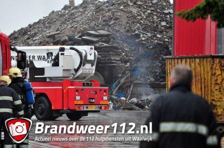 Afval in brand bij afvalverwerkingsbedrijf Van den Noord aan de Industrieweg Waalwijk