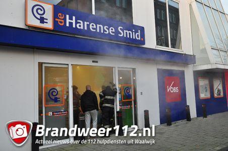 Winkel De Harense Smid vol rook aan de Stationsstraat Waalwijk