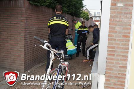 Jongen ligt onwel in brandgang aan de Venkelstraat Waalwijk