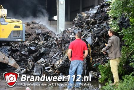 Brandweer klaar met nablussen bij Huiskes Metaal in Waalwijk