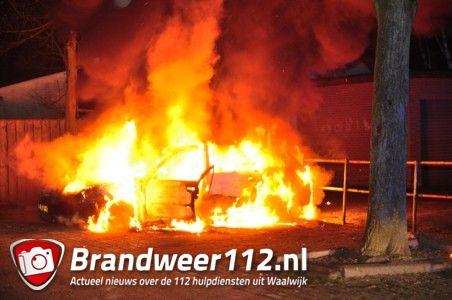 Auto brandt uit aan de Pastoor van der Zijlestraat Waalwijk