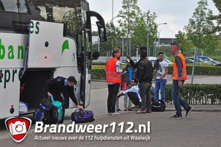 Vluchtelingen nemen afscheid van crisisopvang aan de Gaard Waalwijk