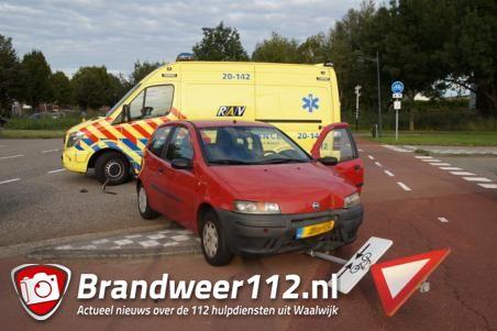 Vrouw in ziekenhuis na ongeluk, politie zoekt doorrijder