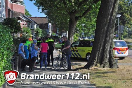 Vrouw valt over losliggende stoeptegel aan de Burg. van der Klokkenlaan Waalwijk