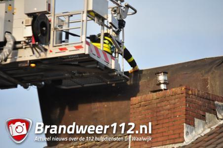 Dak waait van dakkapel in Waalwijk
