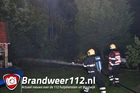 Omstanders zien meters hoge vlammen aan de Burg. Smeelelaan Waalwijk