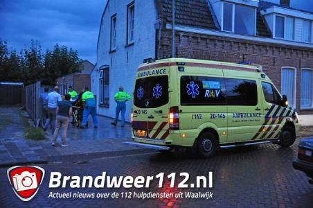 Man valt met scooter in glasplaat in Waalwijk