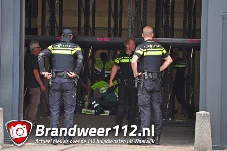 Man gewond na val in bedrijfshal aan de Havenweg Waalwijk