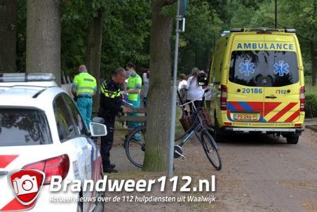 Meisje raakt lichtgewond na aanrijding met auto aan de Groenewoudlaan Waalwijk