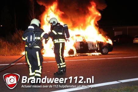 Auto gaat in vlammen op aan het Vooreinde Waalwijk
