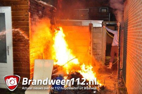 Buurtbewoners blussen brand aan de Pater van den Elzenstraat Waalwijk