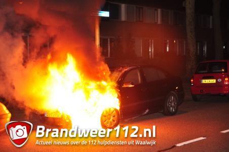 Autobrand aan de Beethovenlaan in Waalwijk