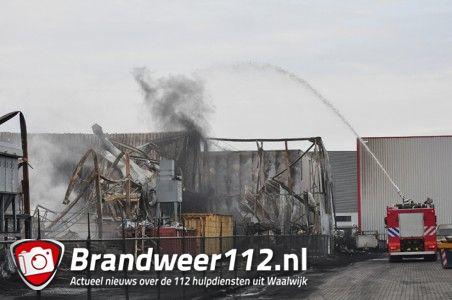 Brandweer zet schuimblusvoertuig in aan de Spuiweg Waalwijk