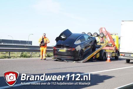 Aanrijding tussen twee auto's op A59 bij Waalwijk richting Oss