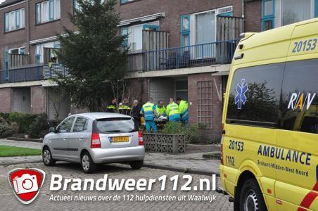 Persoon met letsel aangetroffen in woning in Waalwijk, oorzaak onbekend