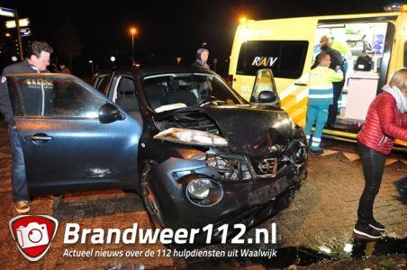 Drie auto's komen in botsing aan de Akkerlaan Waalwijk