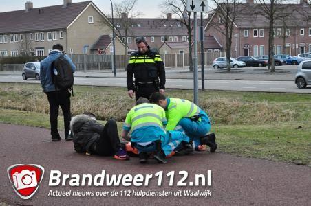 Scooterrijder maakt flinke smak na botsing met auto op Halve Zolenpad in Waalwijk
