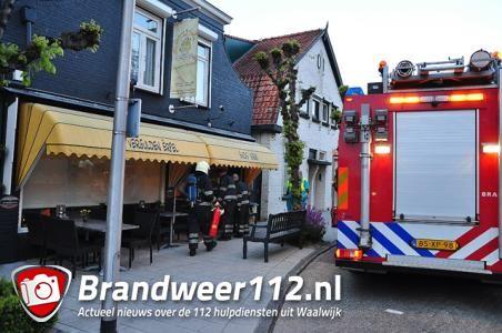 Vlam in de pan bij friettent aan de Loeffstraat Waalwijk
