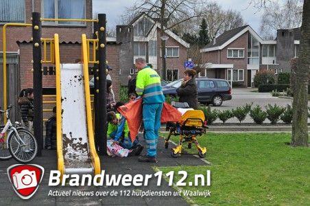 Meisje valt van speeltoestel af aan de Maurice Ravelstraat Waalwijk