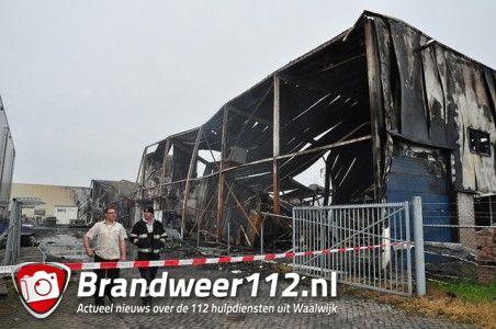 Het bedrijf Debecom is totaal verwoest aan de Spuiweg Waalwijk