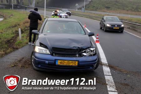 Automobilist botst tegen vangrail aan op de A59 (Maasroute) Waalwijk