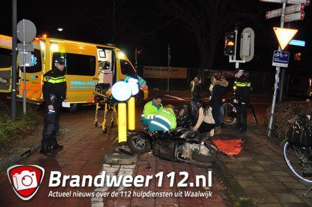 2 jongens gewond na val van snorscooter aan de St. Antoniusstraat Waalwijk