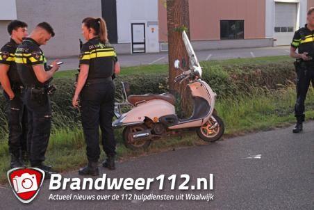 Man botst met snorscooter tegen boom aan de Sluisweg Waalwijk