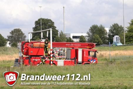 Vrachtwagenchauffeur ramt waarschuwingsbalk voor beruchte viaduct in Waalwijk