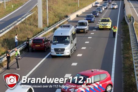 Twee auto's botsen op de Midden-Brabantweg Waalwijk