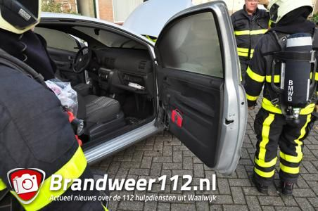 Schade aan interieur van auto na brand aan de Prof. Nolenslaan Waalwijk