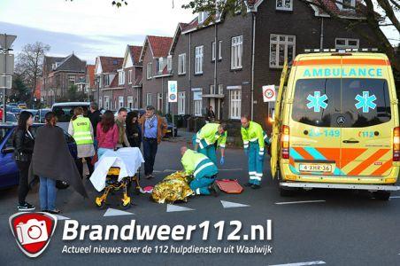 Vrouw ernstig gewond na aanrijding met auto aan de Burgemeester van der Klokkenlaan Waalwijk
