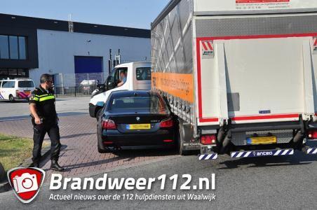 Auto botst tegen vrachtwagen aan de Van Harenstraat Waalwijk