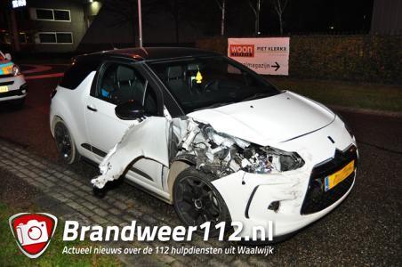 Twee auto's botsen op kruising in Waalwijk