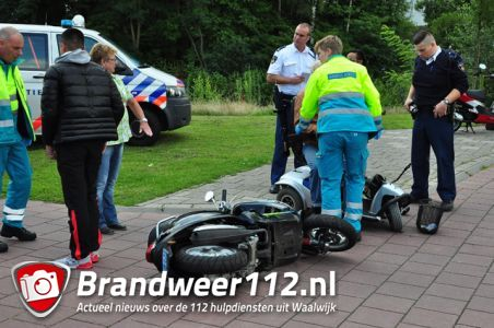 Snorscooter komt in botsing met scootmobiel aan de Burgemeester van der Klokkenlaan Waalwijk