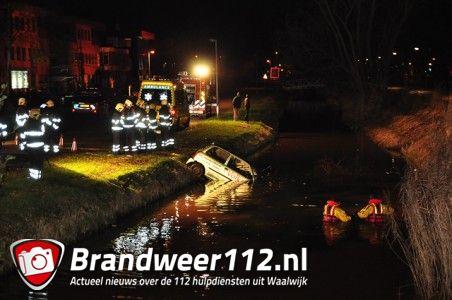 Update: Man (19) raakt ernstig gewond door auto te water aan de Elzenweg Waalwijk