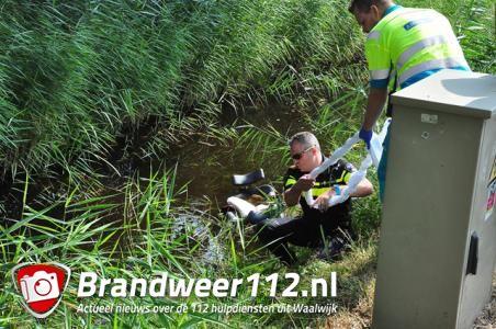 Man rijdt scootmobiel in sloot in Waalwijk