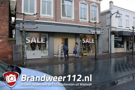 Ramkraak herenmodezaak aan de Grotestraat Waalwijk