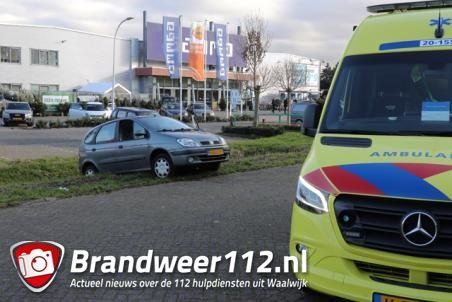 Dronken automobilist rijdt zijn auto bijna de sloot in aan de Prof. Lorentzweg Waalwijk