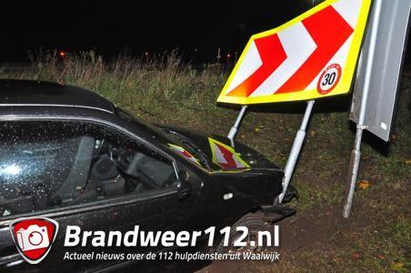 Weer vliegt er een auto uit de bocht bij Waalwijk-Oost in Waalwijk