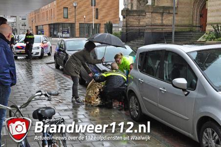 Meisje raakt gewond bij aanrijding aan het Sint Jansplein Waalwijk