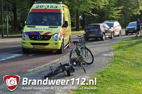 Fietser wonderwel ongedeerd na aanrijding met auto aan de Groenewoudlaan Waalwijk