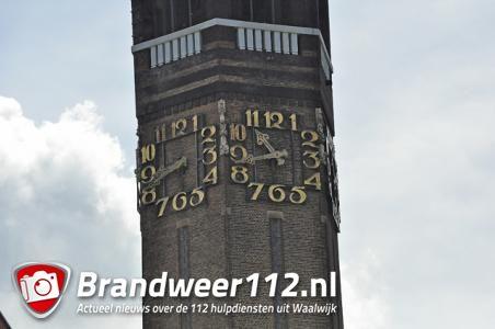 Kerkklok van Sint-Janskerk kapot na mogelijke blikseminslag aan het Sint Jansplein Waalwijk