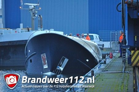 Update: Jacht zinkt aan de Emmikhovensestraat Waalwijk