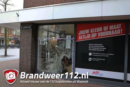 Trainingspakken gestolen bij inbraak in sportzaak Waalwijk